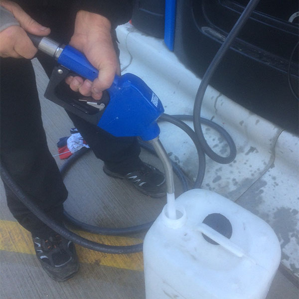 Piusi Stainless Steel Automatic AdBlue™ Nozzle in Use